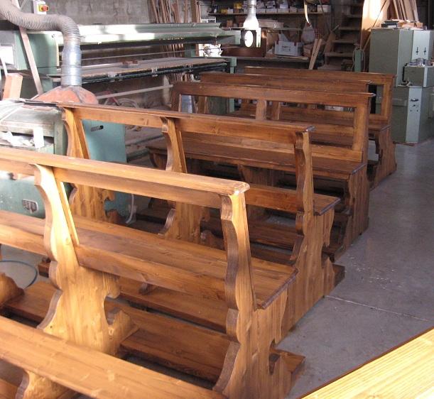 Arredi sacri panche per chiese lavori su misura for Arredo sacro a raggiera