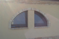 finestre ad arco tinto noce