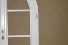 Finestra ad arco con traversine