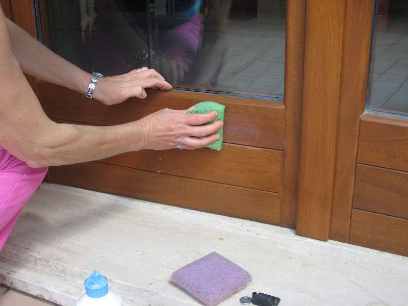 Manutenzione infissi la bottega del legno di vitali - Manutenzione finestre in legno ...